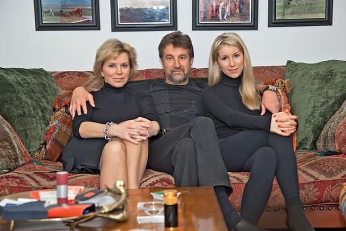 Актер с женой Оксаной Афанасьевой и дочерью Александрой | Фото: 24smi.org