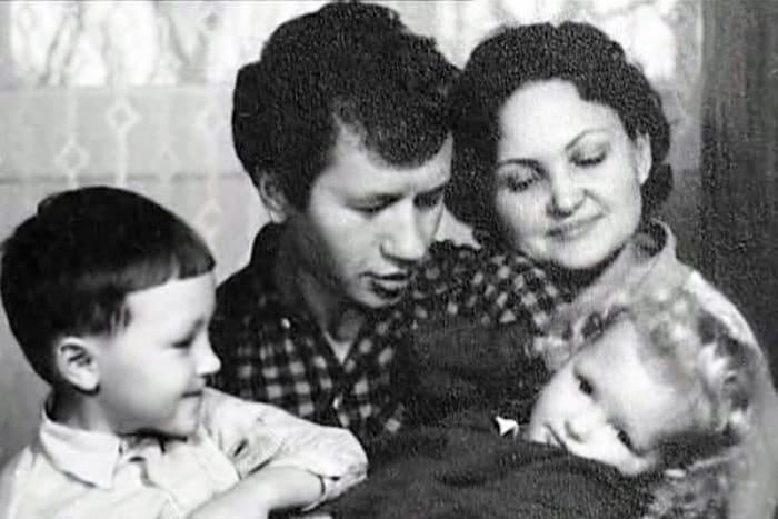 Леонид Быков с женой и детьми | Фото: teatre.com.ua