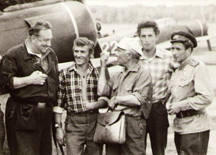 На съемках фильма *В бой идут одни *старики*   Фото: kino-teatr.ru