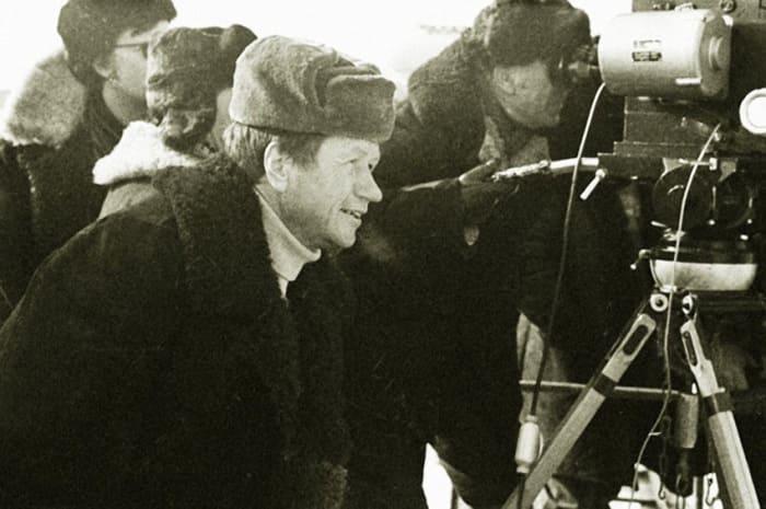 Леонид Быков на съемках фильма *Аты-баты, шли солдаты…*    Фото: kino-teatr.ru