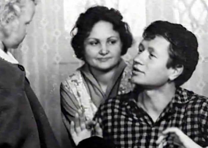 Актер с женой   Фото: kino-teatr.ru