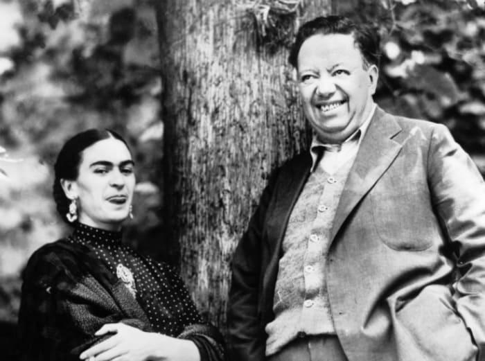 Фрида Кало и ее муж Диего Ривера. | Фото: marieclaire.ru