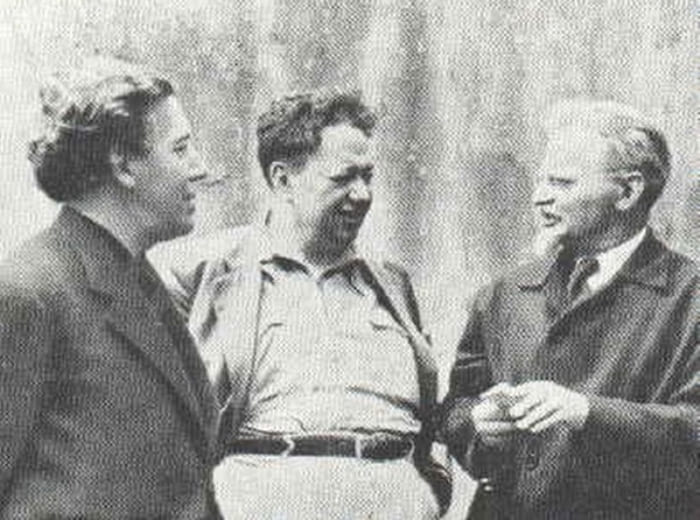 Диего Ривера (в центре) и Лев Троцкий (справа). | Фото: repin.info