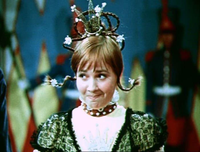 Лиана Жвания в роли королевы в сказке *Двенадцать месяцев*, 1972 | Фото: kino-teatr.ru