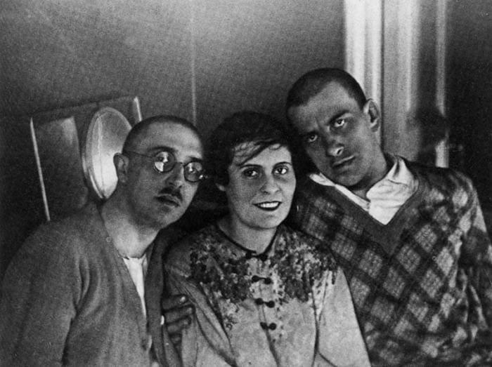 Осип Брик, Лиля Брик и Владимир Маяковский, 1928 | Фото: jew-observer.com