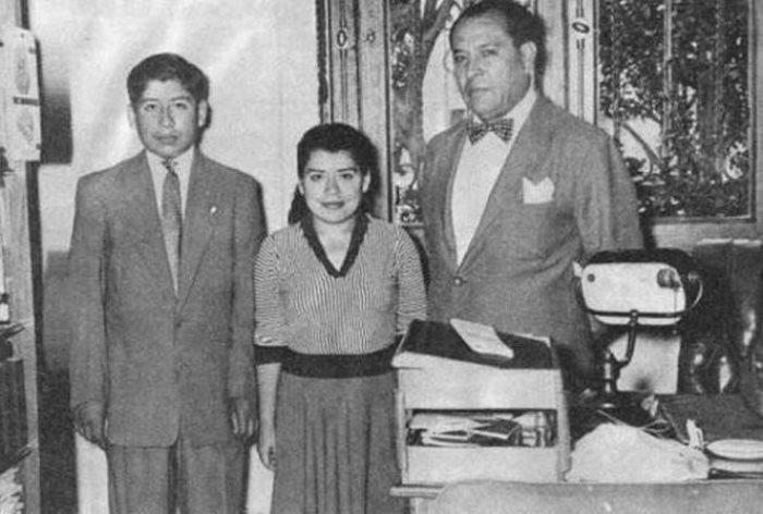 Лина с сыном (слева)