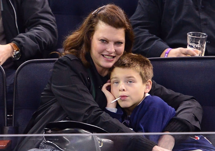 Линда Евангелиста с сыном Августином Джеймсом, 2014 | Фото: ru.hellomagazine.com