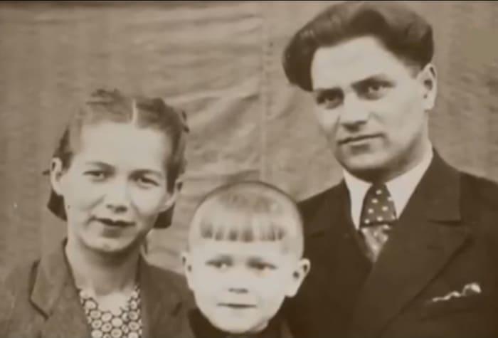 Аристарх Ливанов с родителями | Фото: retrospectra.ru