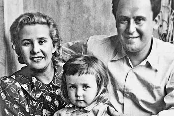 Василий Ливанов с родителями | Фото: 24smi.org
