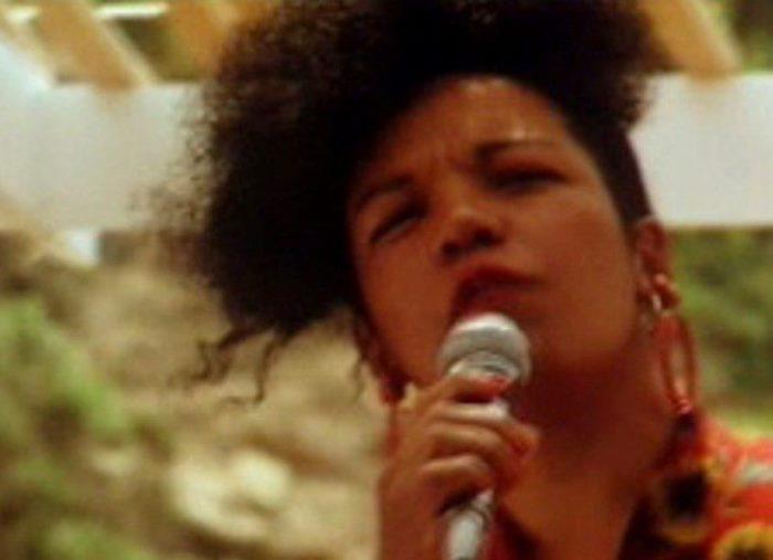 Певица, исполнившая легендарную *Ламбаду* | Фото: mp3arhiv.net