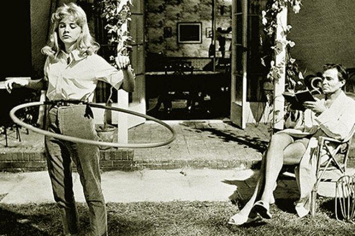 Сью Лайон в роли Лолиты и Джеймс Мейсон в роли Гумберта Гумберта, 1962 | Фото: kinopoisk.ru
