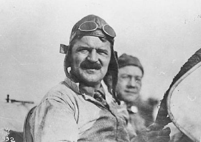 Знаменитый гонщик и автоконструктор Луи Шевроле | Фото: automotivehistory.ruе