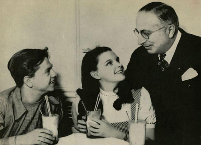 Луис Майер с Джуди Гарленд и Мики Руни | Фото: izbrannoe.com