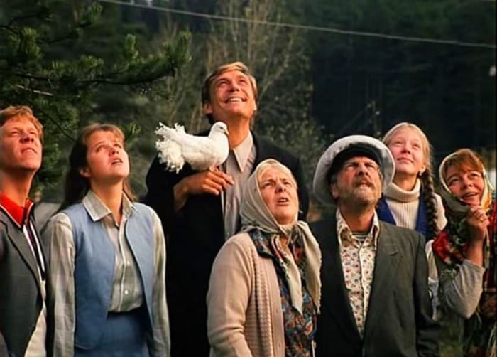 Кадр из фильма *Любовь и голуби*, 1984 | Фото: tvkinoradio.ru