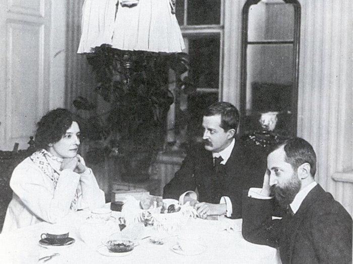 З. Гиппиус, Д. Философов и Д. Мережковский, 1900-е гг. | Фото: academic.ru
