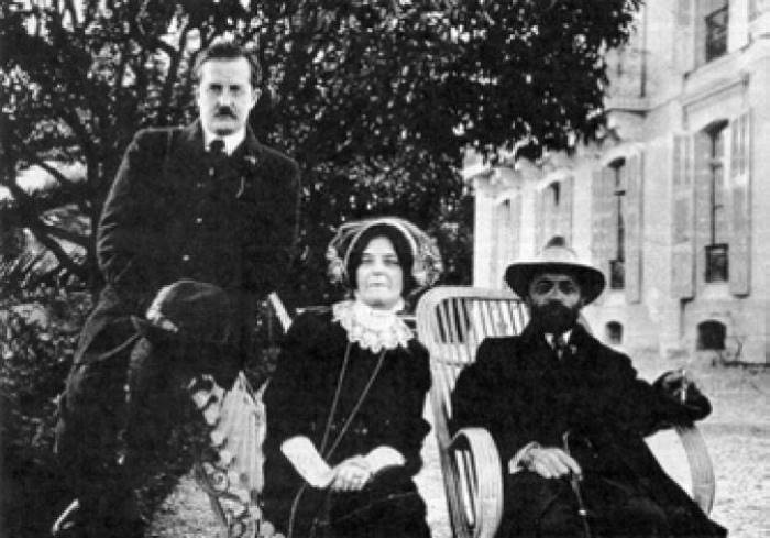 Д. Философов, З. Гиппиус и Д. Мережковский, 1911 г.   Фото: academic.ru