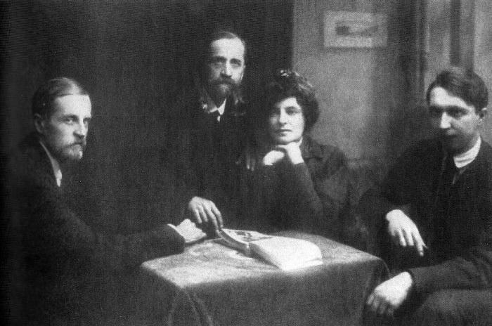 Д. Философов, Д. Мережковский, З. Гиппиус и В. Злобин, 1920 г.   Фото: epochtimes.ru