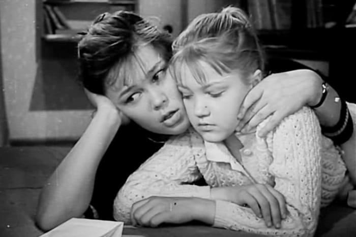 Кадр из фильма *Звонят, откройте дверь*, 1965 | Фото: 24smi.org