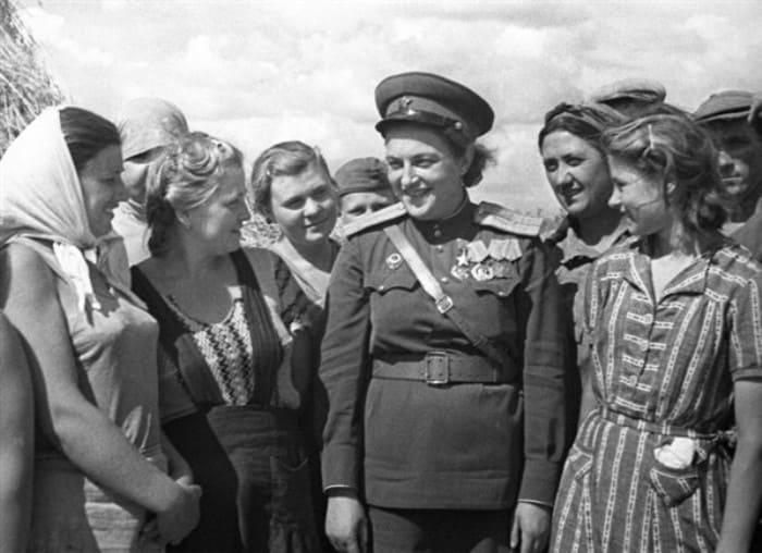Людмила Павличенко на встрече с рабочими | Фото: top-antropos.com