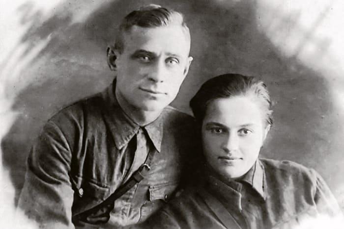 Алексей Киценко и Людмила Павличенко. Фото сделано в феврале 1942 г., незадолго до гибели Алексея | Фото: top-antropos.com