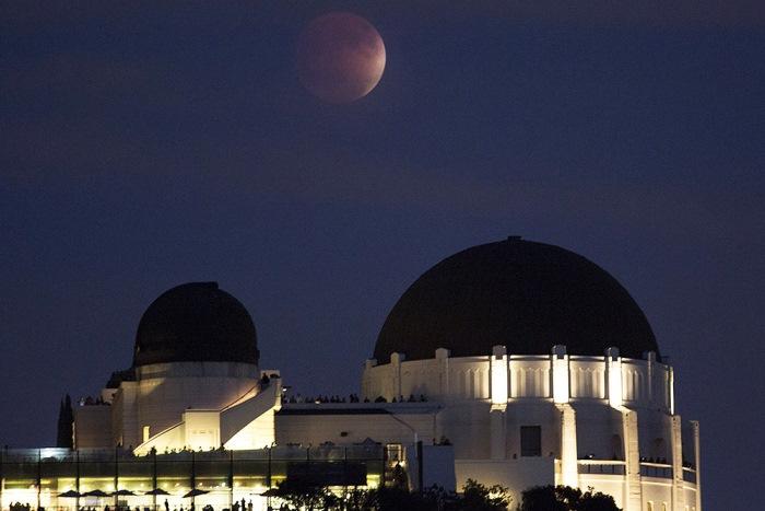 Полное лунное затмение в Лос-Анджелесе