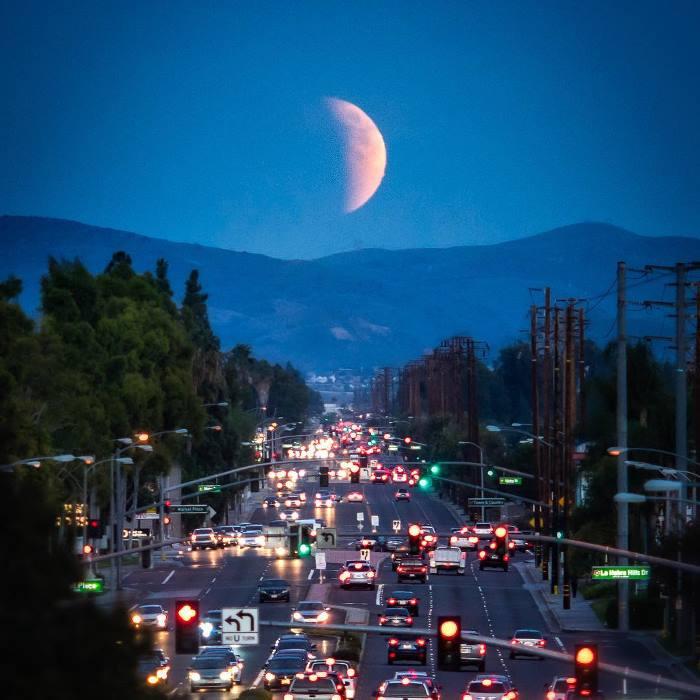 Суперлунное затмение в Калифорнии