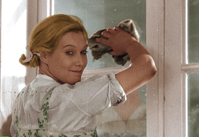 Любовь Орлова в цветной версии фильма *Веселые ребята*