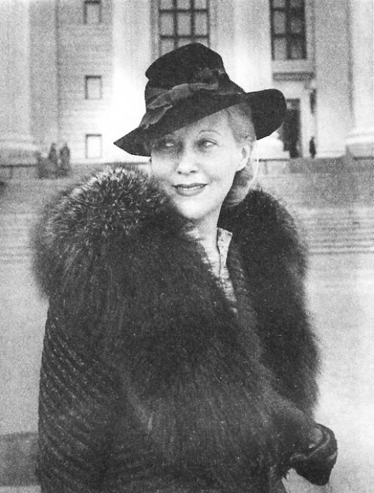 Орлова жила по-королевски: шубы, рестораны, дорогие машины
