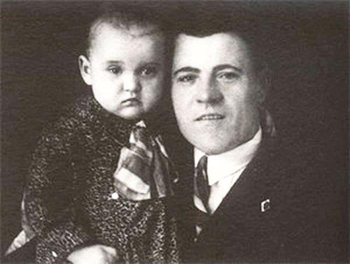 Люся Гурченко с отцом | Фото: kino-teatr.ru