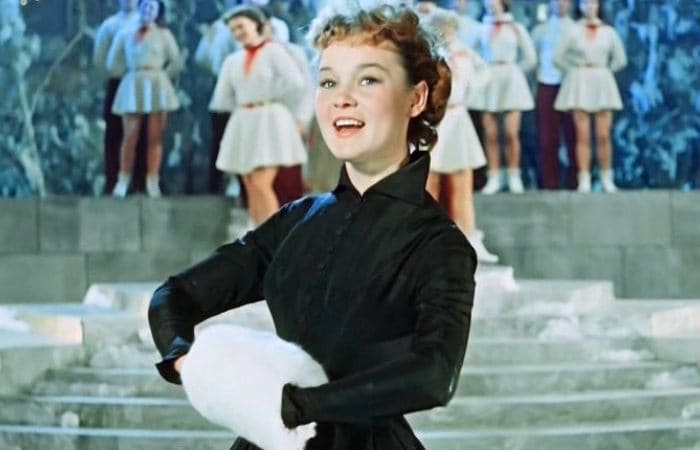 Людмила Гурченко в фильме *Карнавальная ночь*, 1956 | Фото: uznayvse.ru