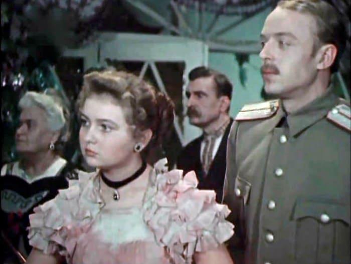 Дебютная роль Мызниковой в фильме *Гроза над полями*, 1958   Фото: kino-teatr.ru