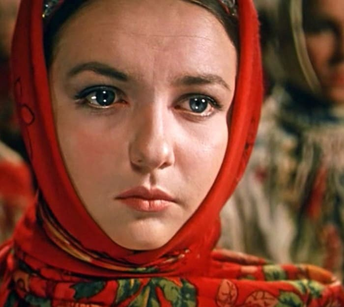 Людмила Мызникова в роли Оксаны   Фото: kino-teatr.ru