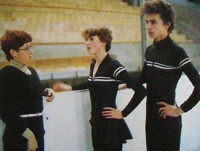 Людмила Пахомова на тренировке с Еленой Батановой и Алексеем Соловьевым, начало 1980-х гг.   Фото: sports.ru