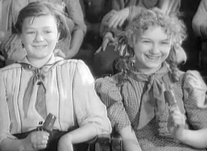 Актриса в юности (на фото слева) | Фото: kino-teatr.ru