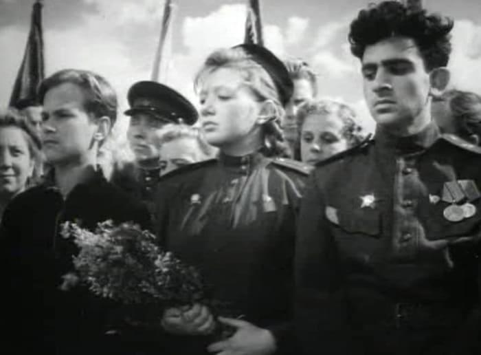 Людмила Шагалова в фильме *Молодая гвардия*, 1948 | Фото: kino-teatr.ru