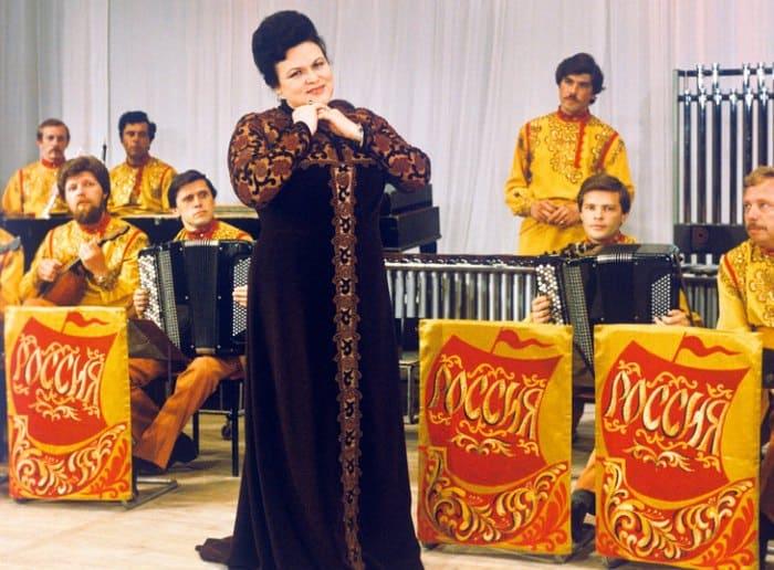 Певица на сцене | Фото: goodhouse.ru