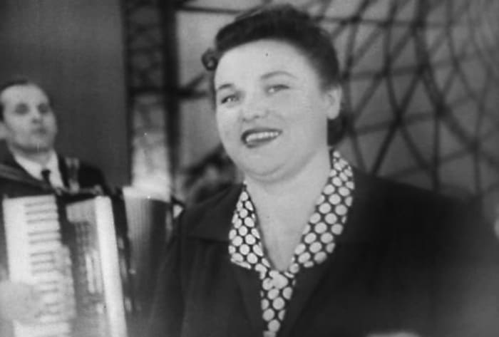 Людмила Зыкина в *Голубом огоньке-1962* | Фото: kino-teatr.ru