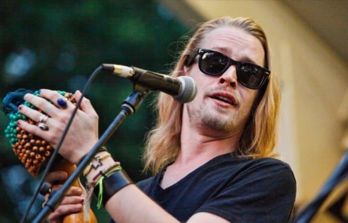 Актер пробовал свои силы и в качестве музыканта | Фото: ivona.bigmir.net