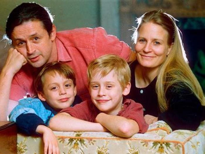 Маколей Калкин с родителями и братом | Фото: biography-life.ru