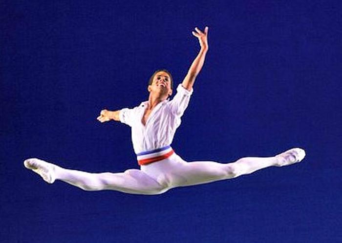 Солист Королевского балета Марселино Самбе