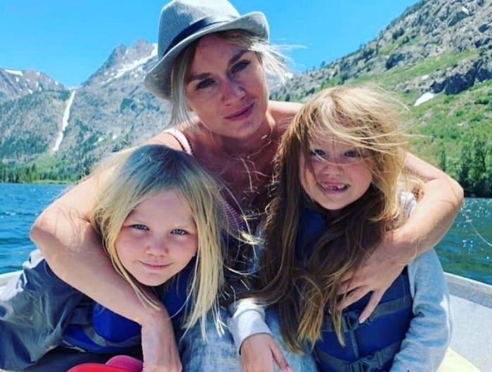 Актриса с дочерьми | Фото: vokrug.tv