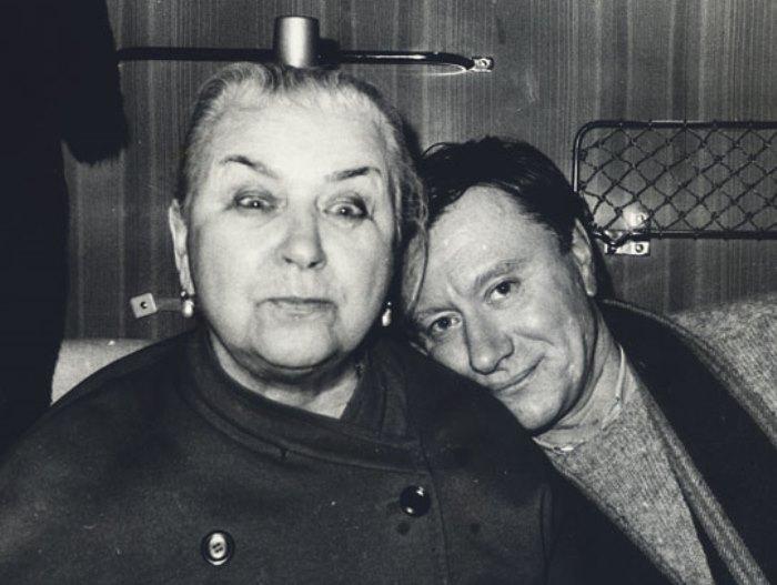 Андрей Миронов с мамой Марией Владимировной | Фото: telesem.ru