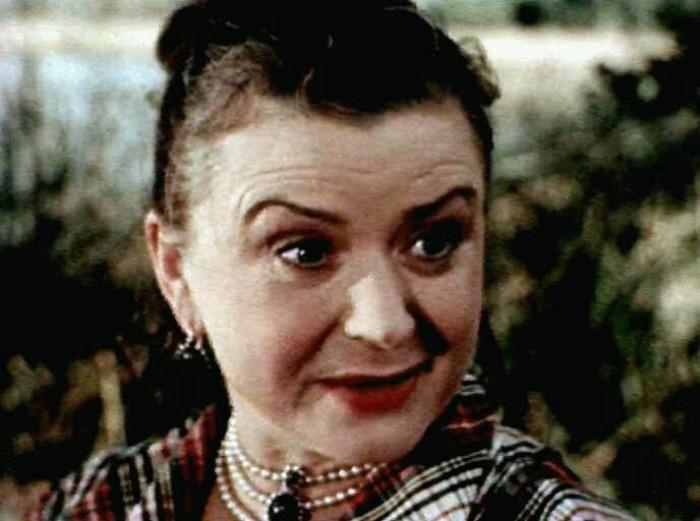 Мария Миронова в фильме *Драгоценный подарок*, 1956 | Фото: kino-teatr.ru