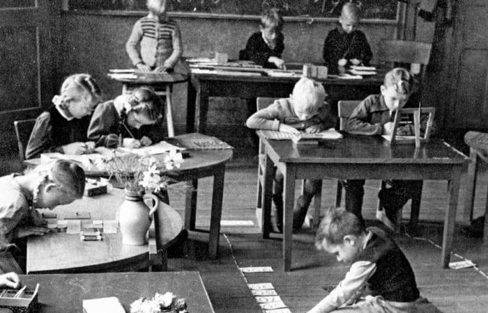 По системе Монтессори, дети сами выбирали вид деятельности в разных группах | Фото: tikitoki.ru
