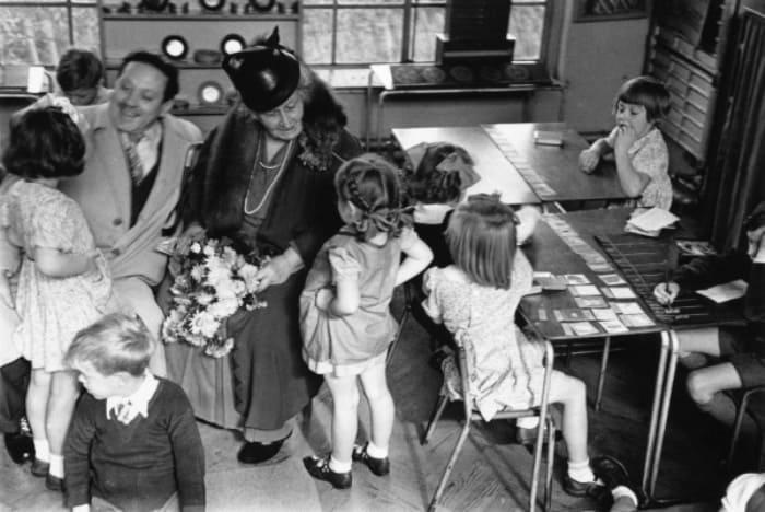 Мария Монтессори с детьми | Фото: akbope.kz