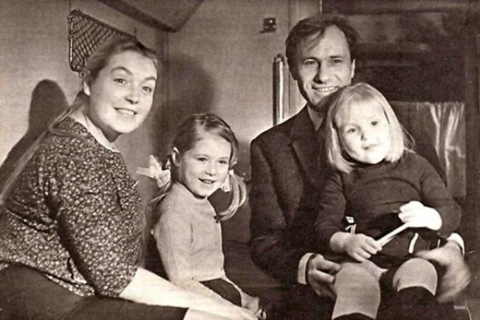 Мария Шукшина с родителями и сестрой | Фото: 24smi.org