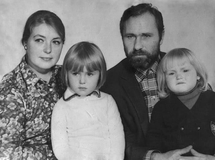Мария Шукшина с родителями и сестрой, 1970 | Фото: kino-teatr.ru