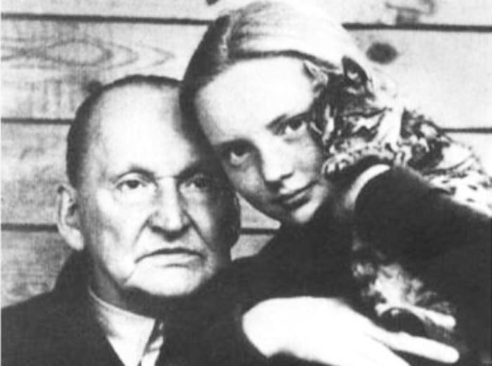 Марианна и ее знаменитый отец | Фото: kino-teatr.ru