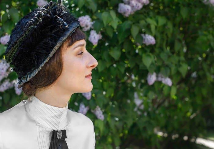 Мариэтта Цигаль-Полищук в роли Анны Ахматовой в сериале *Крылья империи*, 2017 | Фото: kino-teatr.ru
