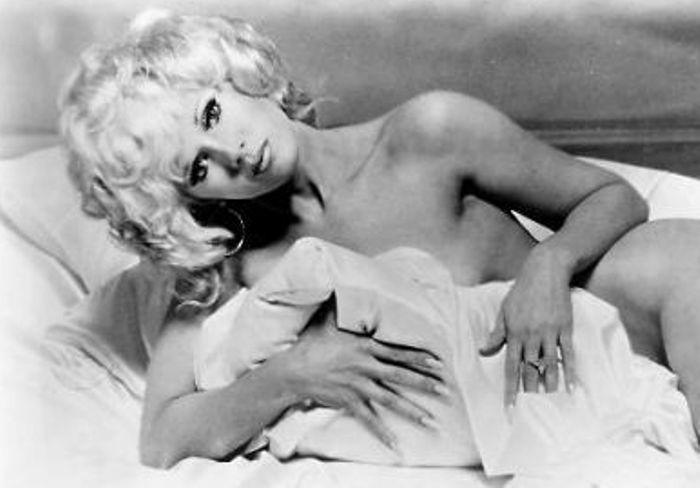 Конни Стивенс в образе Мэрилин Монро, 1974 | Фото: radio.mediananny.com